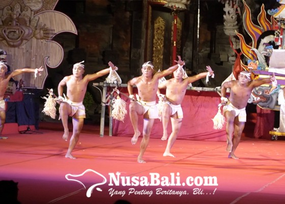 Nusabali.com - bersedia-digundul-penari-bebarisan-sekaa-gong-kebyar-bala-adhikara-desa-dawan-kaler