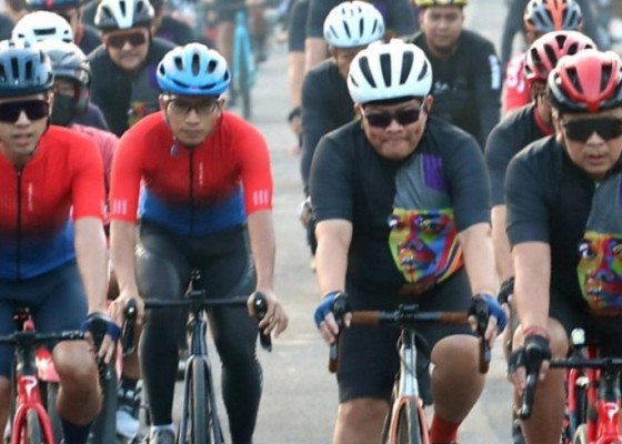 Nusabali.com - pramono-anung-hasto-bersepeda-rayakan-bulan-bung-karno