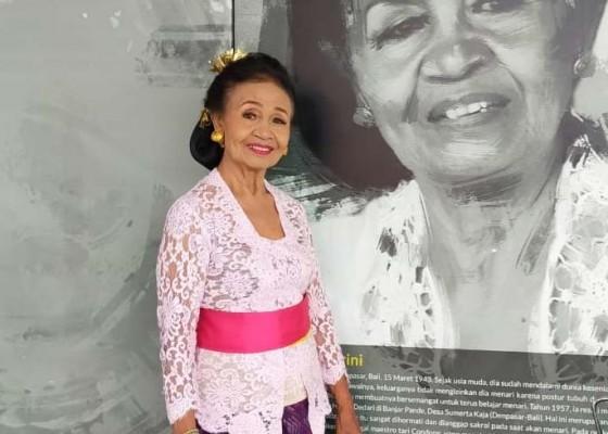 Nusabali.com - maestro-tari-ni-ketut-arini-dampingi-duta-tari-kota-denpasar