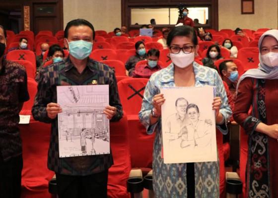 Nusabali.com - gubernur-beli-lukisan-putri-koster-memilih-milih-kain