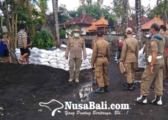 Nusabali.com - satpol-pp-amankan-tiga-terduga-pencuri-pasir-laut