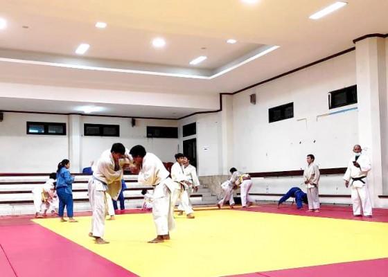 Nusabali.com - 16-judoka-terpilih-masuk-tim-pon-bali