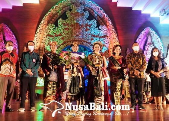 Nusabali.com - andrian-sumantri-dan-elrika-trisna-jadi-duta-bahasa-provinsi-bali-2021
