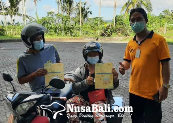 Nusabali.com - baru-sepasang-pasutri-disabilitas-ikut-vaksinasi