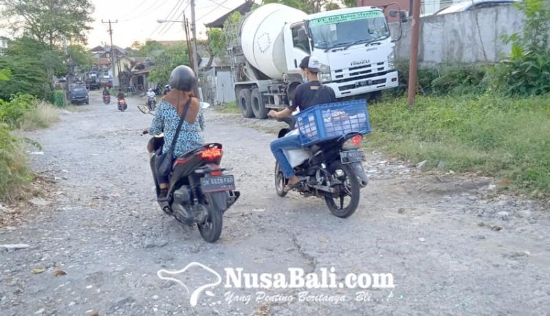 www.nusabali.com-warga-minta-kejelasan-perbaikan-jalan-karya-makmur