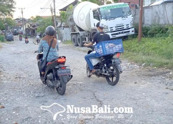 Nusabali.com - warga-minta-kejelasan-perbaikan-jalan-karya-makmur