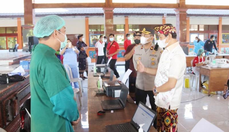 www.nusabali.com-wabup-suiasa-tinjau-vaksinasi-dosis-pertama-di-kecamatan-abiansemal