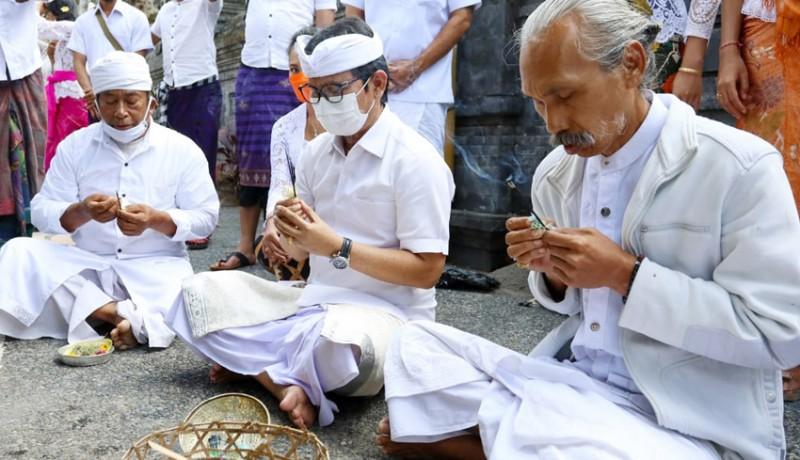 www.nusabali.com-adi-arnawa-ajak-krama-berdoa-supaya-covid-19-cepet-berlalu