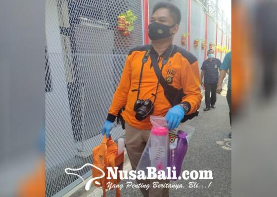 Nusabali.com - polsek-kuta-utara-olah-tkp-oplosan-disinfektan-dan-serbuk-jeruk-di-lapas-perempuan-kerobokan