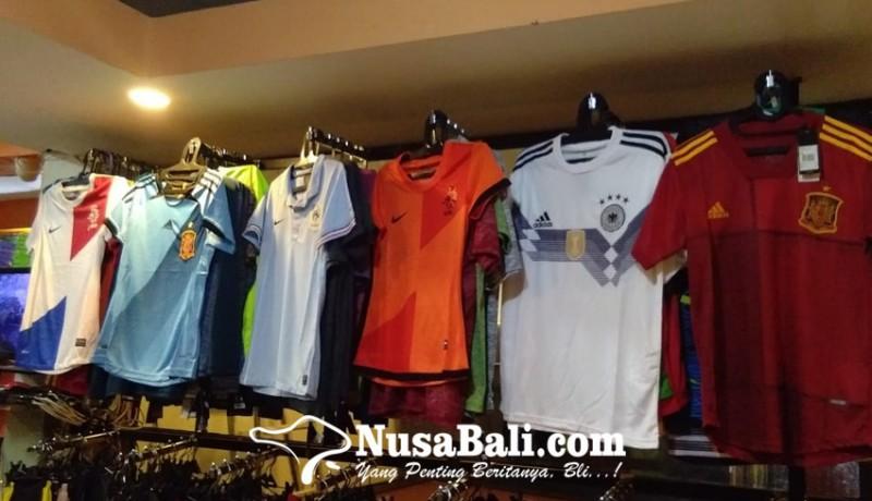 www.nusabali.com-sambut-euro-2020-jersey-prancis-dan-jerman-laris-manis-di-denpasar