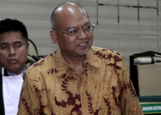 Nusabali.com - kpk-jebloskan-mantan-bupati-malang-rendra-kresna-ke-lapas-surabaya