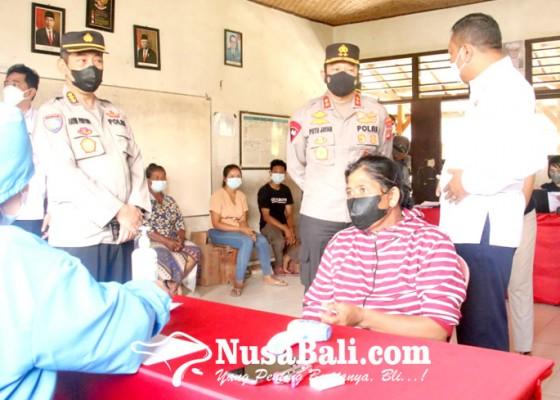 Nusabali.com - kapolda-tinjau-vaksin-massal-di-payangan