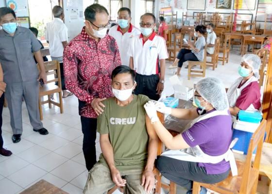 Nusabali.com - wabup-suiasa-pantau-vaksinasi-hari-kedua-di-abiansemal