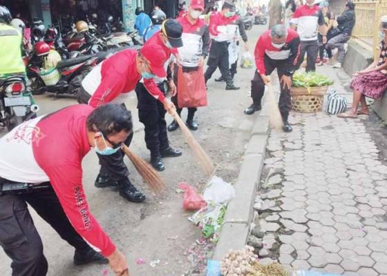 Nusabali.com - polres-bangli-baksos-di-pura-dan-pasar