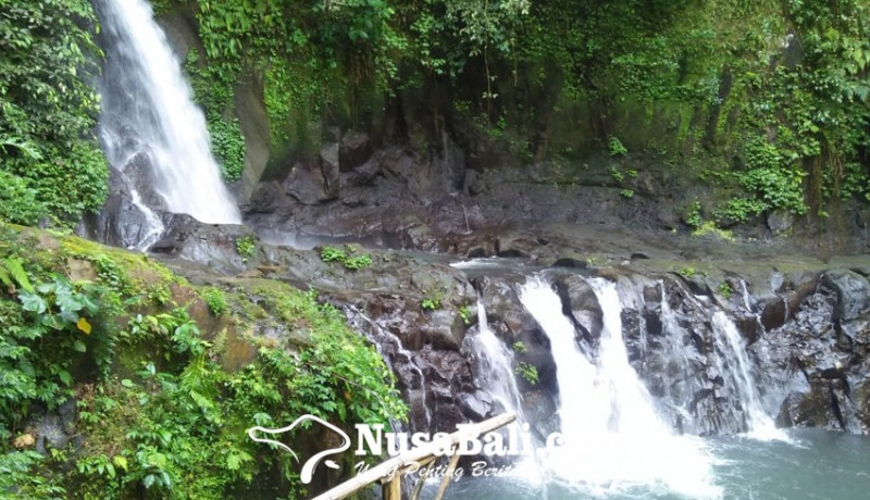 www.nusabali.com-atmosfer-sakral-air-terjun-taman-sari-jadi-daya-tarik-wisata-religi