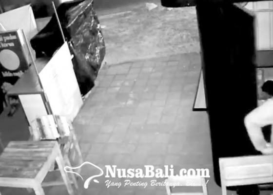 Nusabali.com - pembobol-laci-kasir-coffee-shop-terekam-cctv