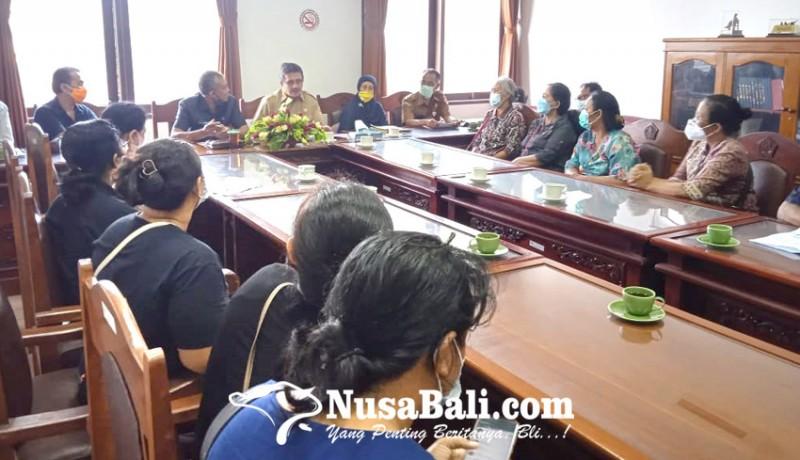 www.nusabali.com-uang-rp-5-miliar-tak-bisa-ditarik-nasabah-koperasi-mesadu-ke-dewan