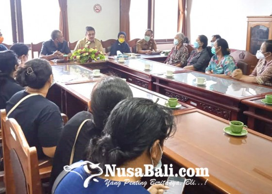 Nusabali.com - uang-rp-5-miliar-tak-bisa-ditarik-nasabah-koperasi-mesadu-ke-dewan