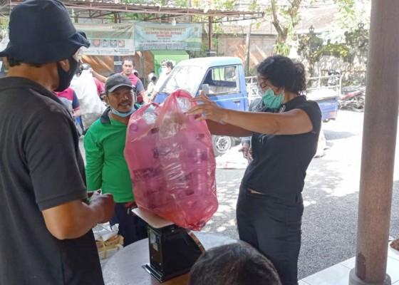 Nusabali.com - denpasar-miliki-139-bank-sampah-nasabahnya-21986-orang