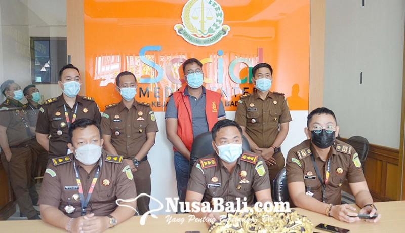 www.nusabali.com-pegawai-bank-pelat-merah-tersangka-korupsi-rp-1m-dilimpahkan