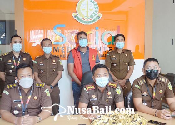 Nusabali.com - pegawai-bank-pelat-merah-tersangka-korupsi-rp-1m-dilimpahkan