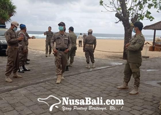 Nusabali.com - satpol-pp-pantau-penerapan-prokes-di-pantai-kuta