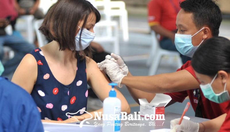 www.nusabali.com-537-wna-ikuti-vaksinasi-covid-19-di-denpasar