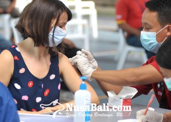 Nusabali.com - 537-wna-ikuti-vaksinasi-covid-19-di-denpasar