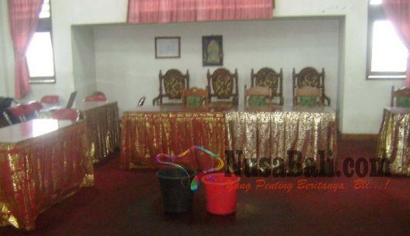 www.nusabali.com-kantor-pemkab-bangli-bocor-pegawai-kelimpungan