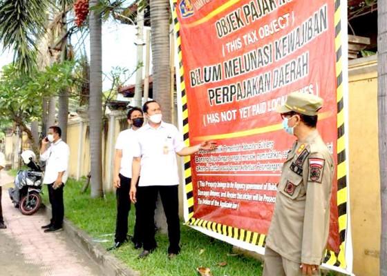 Nusabali.com - nunggak-pajak-tiga-hotel-di-buleleng-dipasang-spanduk