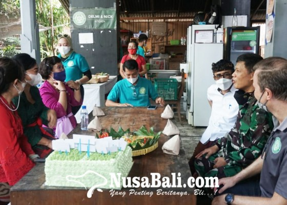 Nusabali.com - rayakan-hut-ke-1-dapur-sos-bali-bikin-3250-nasi-bungkus