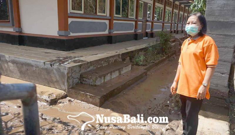 www.nusabali.com-smpn-3-manggis-terendam-lumpur