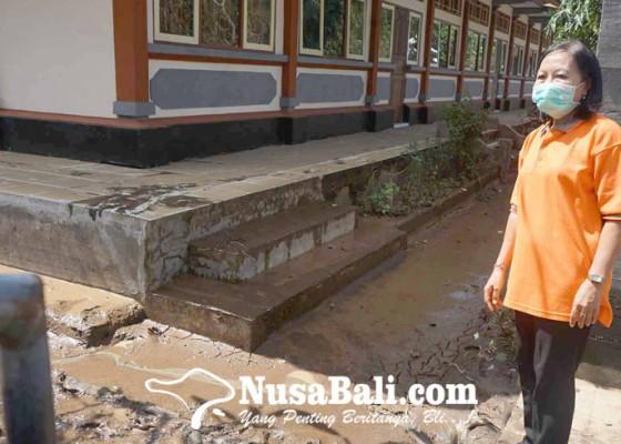 Nusabali.com - smpn-3-manggis-terendam-lumpur