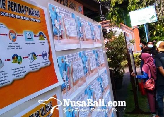 Nusabali.com - hari-pertama-ppdb-smp-650-berkas-pendaftaran-ditolak