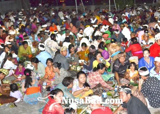 Nusabali.com - termasuk-tradisi-mecakcakan-dan-tradisi-saba-malunin