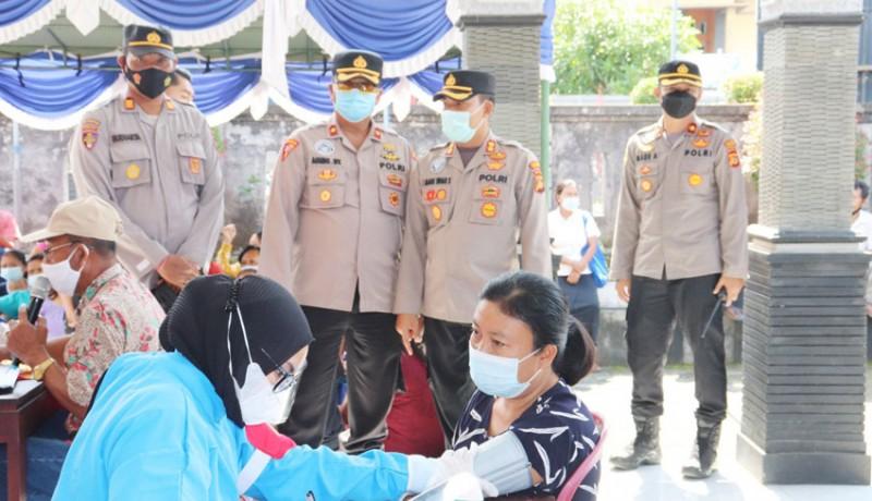 www.nusabali.com-vaksinasi-oleh-polri-sasar-desa-busungbiu-dan-petemon