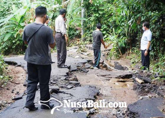 Nusabali.com - ruas-jalan-di-banjar-telengan-rusak-tergerus-banjir