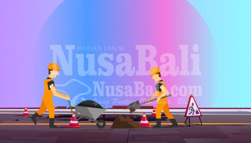 www.nusabali.com-petugas-pu-gotong-royong-bersihkan-jaringan-irigasi