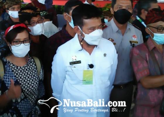 Nusabali.com - menteri-pertanian-bagikan-pupuk-hayati-cair-di-gianyar-ajak-bali-bangkit-lewat-pertanian