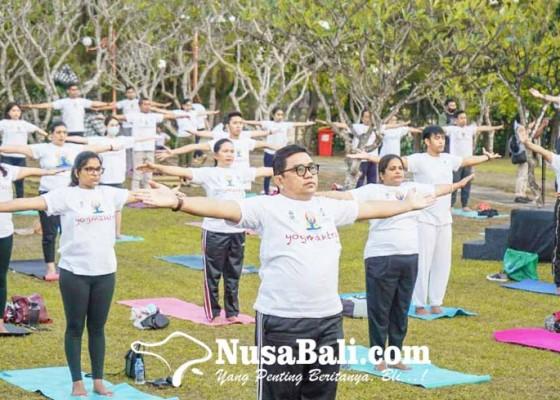 Nusabali.com - 150-orang-antusias-ikuti-kegiatan-yoga