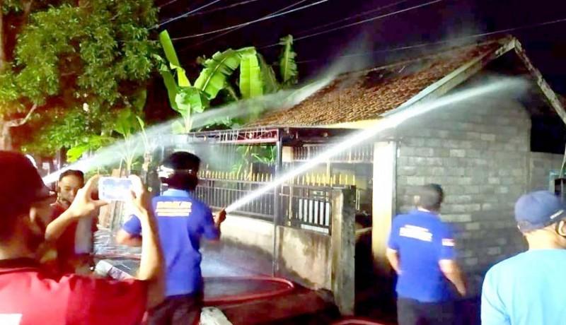www.nusabali.com-korsleting-toko-di-banyuasri-ludes-terbakar