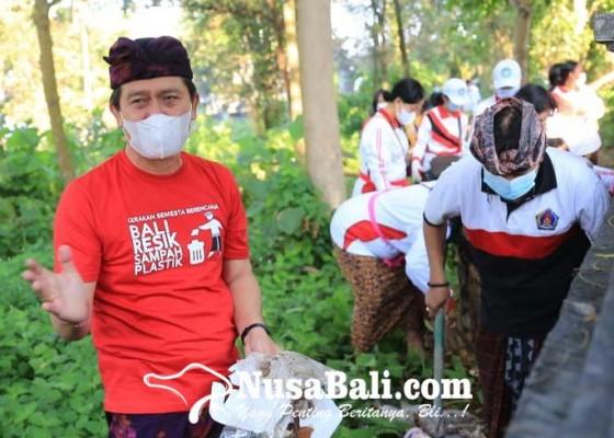 Nusabali.com - klungkung-perangi-sampah-plastik-dan-tanam-pohon
