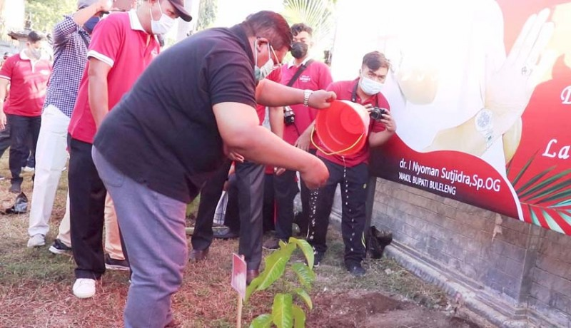 www.nusabali.com-peringati-bulan-bung-karno-pemkab-buleleng-tanam-1000-pohon
