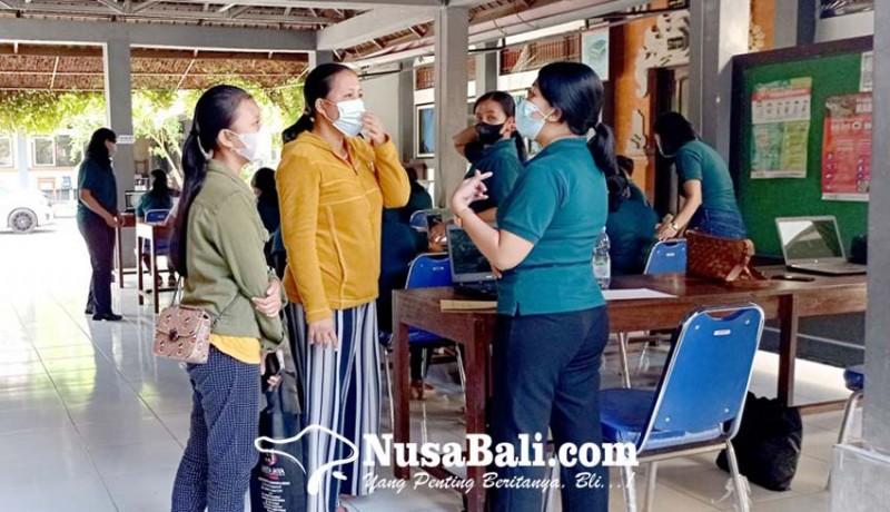 www.nusabali.com-ratusan-warga-urus-suket-untuk-ppdb