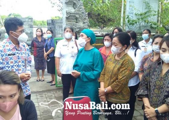Nusabali.com - ketua-tp-pkk-kota-denpasar-tinjau-kb-gratis-di-puskesmas-pembantu-serangan