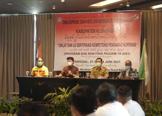 Nusabali.com - diskop-ukmp-klungkung-gelar-diklat-sertifikasi-kompetensi-pengawas-koperasi