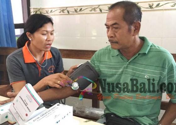 Nusabali.com - sopir-terminal-ubung-dites-urine