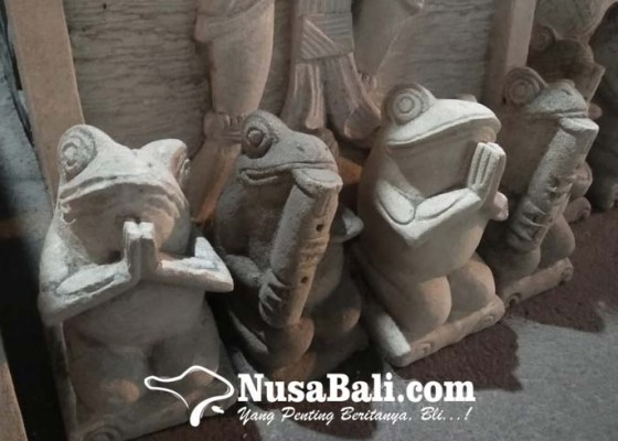 Nusabali.com - seniman-batu-paras-singapadu-sepi-order-dan-dibayangi-perang-harga