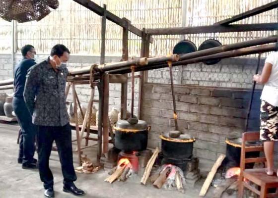 Nusabali.com - selamatkan-kearifan-lokal-pemprov-bali-road-show-bina-perajin-arak-di-buleleng