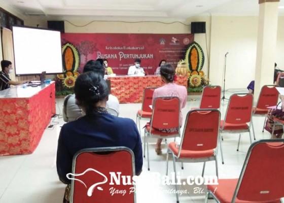 Nusabali.com - mengkreasikan-busana-pertunjukan-kesenian-bali-dibolehkan-asalkan-sesuai-pakem